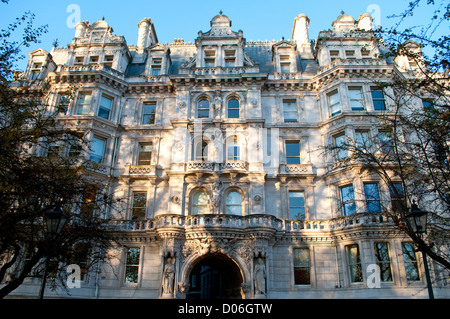 Entrance building to the Temple from Victoria Embankment, London, UK - Stock Photo