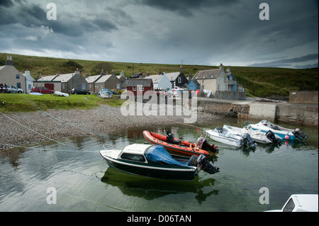 The small secluded village and harbour of Sandend, Aberdeenshire.   SCO 8455 - Stock Photo