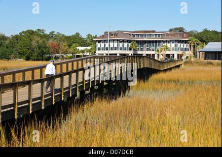 USA, Charleston, South Carolina. The boardwalk at Shem Creek Park in Mt. Pleasant near Charleston. - Stock Photo