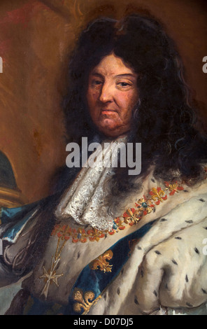 DETAIL FACE NECKLACE BIG CROSS ORDER HOLY SPIRIT PORTRAIT LOUIS XIV (1638-1715) KING FRANCE IN CORONATION COSTUME - Stock Photo