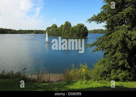 Segelboot auf dem Elfrather See in Krefeld-Uerdingen, Niederrhein, Nordrhein-Westfalen - Stock Photo