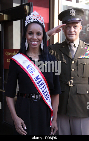 Mrs Maryland America 2010 Raquel Riley Thomas poses with General Dwight Eisenhower's wax work at Madame Tussauds - Stock Photo