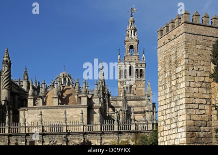 CATHEDRAL AND GIRALDA MOORISH TOWER OF THE OLD 12TH CENTURY GREAT MOSQUE SEVILLE ANDALUSIA SPAIN - Stock Photo