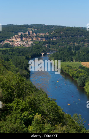 View of the Dordogne river, looking from Castelnaud towards Beynac - Stock Photo