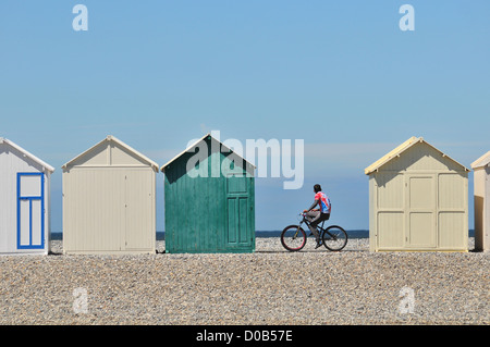 CYCLIST NEAR SOME BEACH HUTS BEACH OF CAYEUX-SUR-MER BAY OF SOMME SOMME (80) FRANCE - Stock Photo