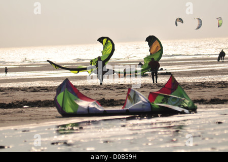 KITESURF ON THE BEACH BAY OF SOMME SOMME (80) FRANCE - Stock Photo