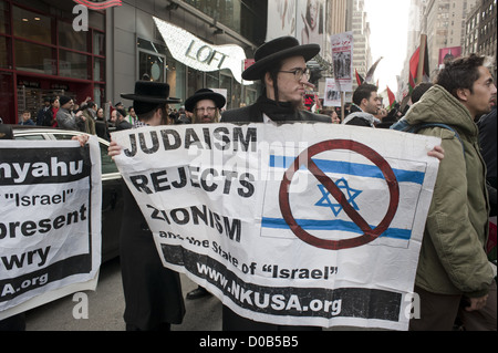 Pro-Palestinian demonstration at Times Square in Manhattan, November 18, 2012. - Stock Photo