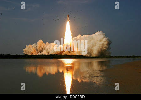 Space Shuttle Endeavour launches on STS-118 to the International Space Station at 6:36pm EDT August 8, 2007. - Stock Photo