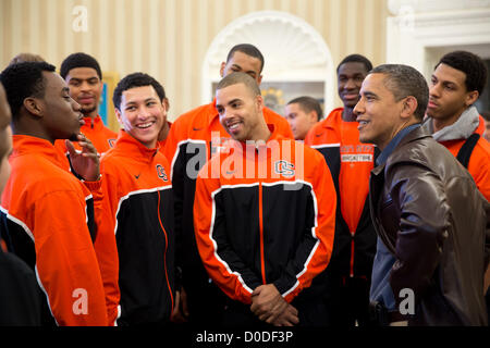 Washington DC, USA. 22nd November 2012. US President Barack Obama jokes with players from the Oregon State University - Stock Photo