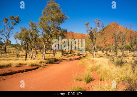 The road to Gosse Bluff, Tnorala (Gosse Bluff) Conservation Reserve, West MacDonnell Ranges, Alice Springs, Northern - Stock Photo