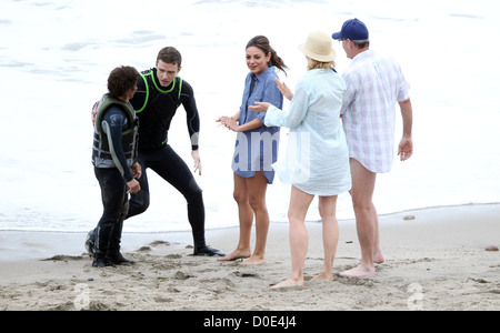 Justin Timberlake, Mila Kunis, Jenna Elfman and Richard Jenkins with a stuntman filming 'Friends with Benefits' - Stock Photo