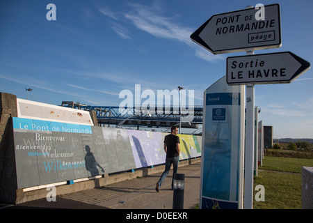THE ENGINEERS' GARDEN INFORMATION COMMUNICATION CENTER ABOUT CONSTRUCTION NORMANDY BRIDGE SEINE-MARITIME (76) FRANCE - Stock Photo