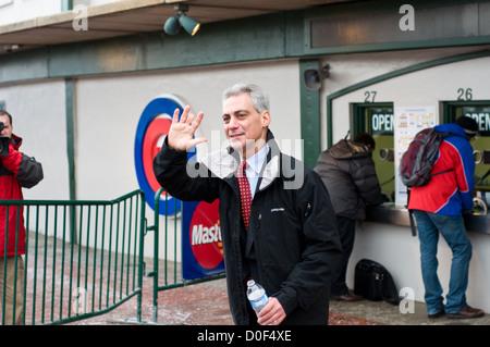 Mayor Rahm Emanuel walking outside Wrigley Field in Chicago, Illinois. MAX HERMAN/ALAMY - Stock Photo