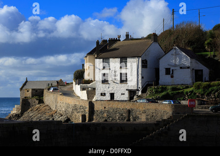 The Ship Inn, Porthleven, Cornwall. Oldest inn in the small fishing village, said to be haunted. - Stock Photo