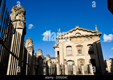 Grade 1 listed Clarendon building and row of busts of classical philosophers Oxford Oxfordshire England Europe - Stock Photo