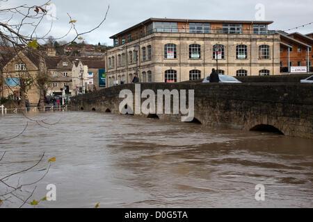 Bradford on Avon, Wiltshire, UK. 25th November, 2012. The swollen river Avon in Bradford on Avon. - Stock Photo