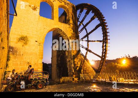 Al Mohammediyya Noria, the largest of the Hama water wheels. Hama, Syria - Stock Photo