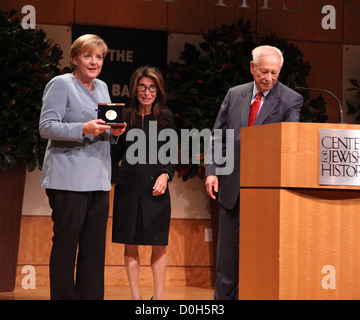 German Chancellor Angela Merkel awarded the 2010 Leo Baeck medal by executive director, Carol Kahn Strauss, W Michael - Stock Photo