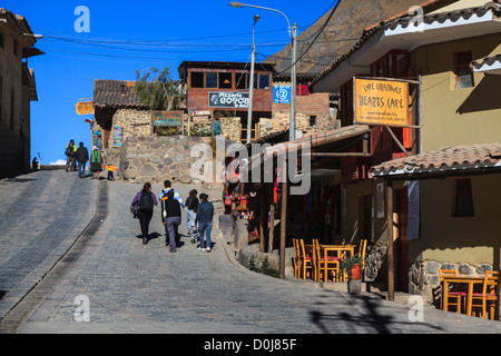 Tranquil city life in Ollantaytambo in the Sacred Valley, Cuzco province, Peru. Photo: Navè Orgad - Stock Photo