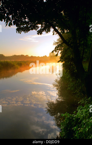 The River Gipping as it runs through Bramford in Suffolk at sunrise. - Stock Photo