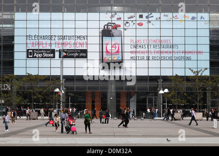 The CNIT with advertising for the apple store in Paris - The Center of New Industries and Technologies - Stock Photo