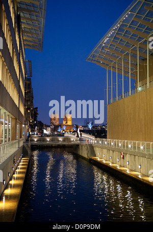 Oslo's city hall seen from the Astrup Fearnley Museet at Tjuvholmen. - Stock Photo