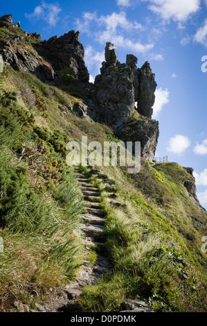 Coast path up to the dramatic rock pinnacles at Sharp Tor near Bolt head and Salcombe on the South Devon coast - Stock Photo