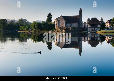 the Dordogne River at Beaulieu sur Dordogne, Corrèze, Limousin, France - Stock Photo