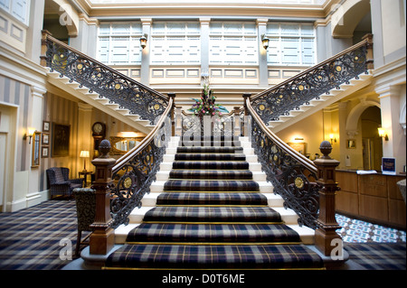 The Grand staircase in the Highland Railway's 'Station Hotel' in Inverness, Scottish Highlands, Scotland, Great - Stock Photo