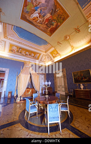 'The Bedroom of Francis II'. The room furnished with a four poster bed, chest of drawers and table in the Empire - Stock Photo