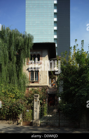 Bucharest, Romania, behind an old mansion is a modern Buerohochhaus - Stock Photo