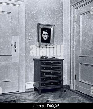 portrait, Adolf Hitler, living room, Eva Brauns's  rooms, Berchtesgaden, Germany, 1937, - Stock Photo