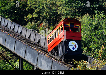 PITTSBURGH PA DUQUESNE INCLINE WHICH CLIMBS MT. WASHINGTON - Stock Photo
