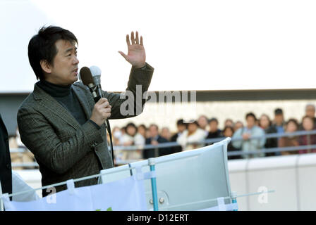 December 6, 2012, Omiya, Japan - Toru Hashimoto, deputy leader of the Japan Restoration Party, addresses a rally - Stock Photo
