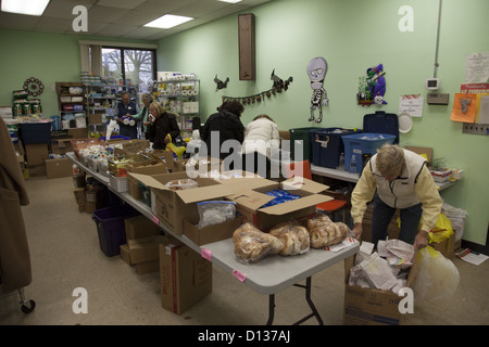 Hurricane Sandy Relief Center along the Jersey Shore in Monmouth County, New Jersey. Food pantry - Stock Photo