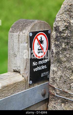 A sign on a wooden gate saying no motor vehicles Peak District National Park Derbyshire England UK - Stock Photo