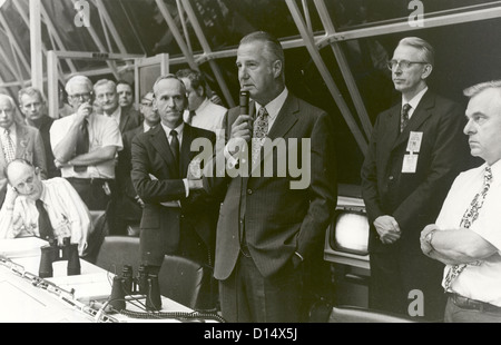 Vice President Spiro T. Agnew congratulates launch team personnel, in firing room #1 of launch control minutes after - Stock Photo