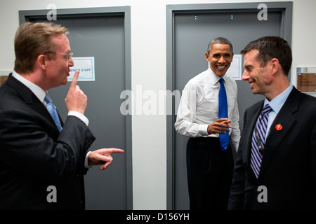 US President Barack Obama jokes with Robert Gibbs and David Plouffe backstage prior to the start of the third presidential - Stock Photo