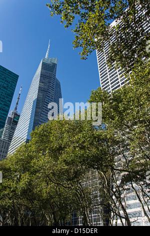 Bryant Park , Bank of America, W.R. Grace building, Midtown Manhattan, NYC - Stock Photo