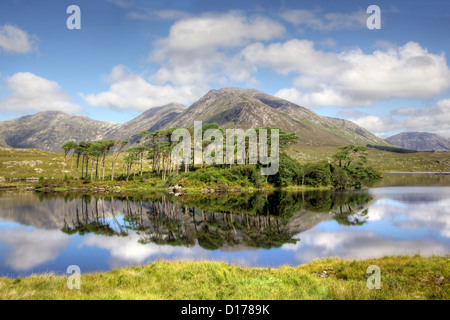 Mountainous landscape reflected in Derryclare Lough, in the Inagh Valley, County Galway, Ireland. - Stock Photo
