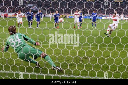 2-1 elfmeter Vedad IBISEVIC (9, VfB Stuttgart) gegen Timo HILDEBRAND (34, Tor, FC Schalke 04) 1. Bundesliga: VfB - Stock Photo