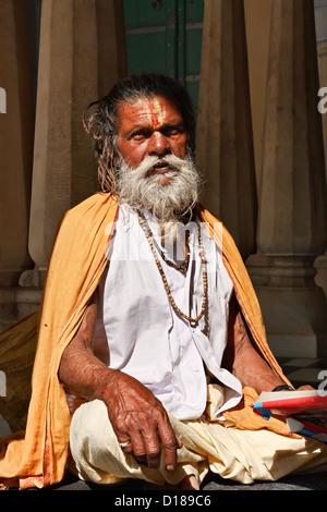 India, Rajasthan, Jaipur, an indian Sadhu in one of the Galtaji hindu temples - Stock Photo