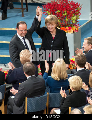 A handout picture shows German chancellor Angela Merkel (r) and French President Francois Hollande who hold their - Stock Photo