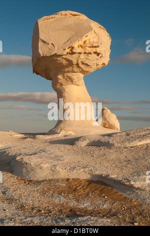 Chicken & Mushroom Rock Formation, White Desert (Sahara el Beyda), Egypt - Stock Photo