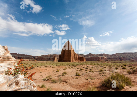 Temple of the sun moon and glass mountain in utah - Stock Photo