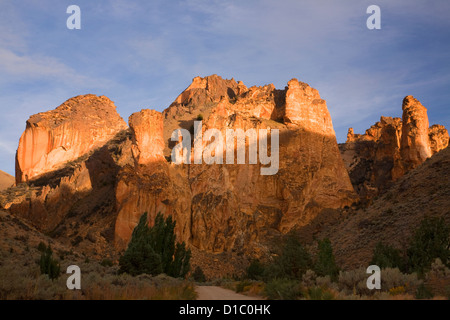 OR00850-00...OREGON - Winding road through Leslie Gulch. - Stock Photo