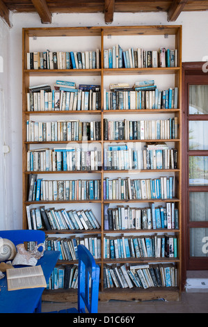 colour coordinated outdoor bookcase in holiday villa, south west Turkey. - Stock Photo