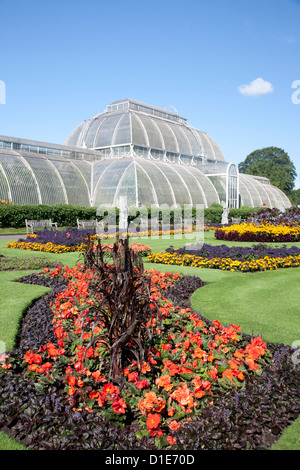 Palm House parterre with floral display of approx 16000 plants, Royal Botanic Gardens, Kew, near Richmond, Surrey, - Stock Photo