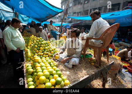 Orange salesmen in New Market, Kolkata, West Bengal, India, Asia - Stock Photo