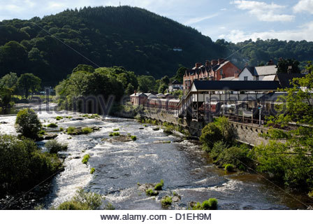 river Dee and Railway station in Llangollen - Stock Photo